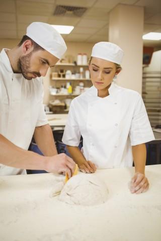 photo sur une apprentie cuisinière